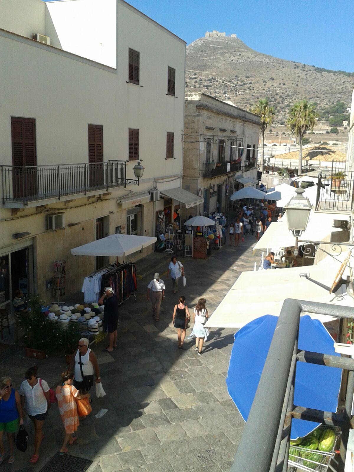 Primo Piano con terrazza a piano * Centro Citta'