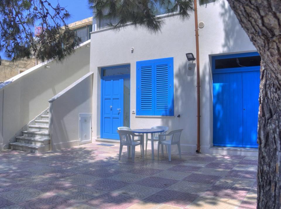 Calamoni House *