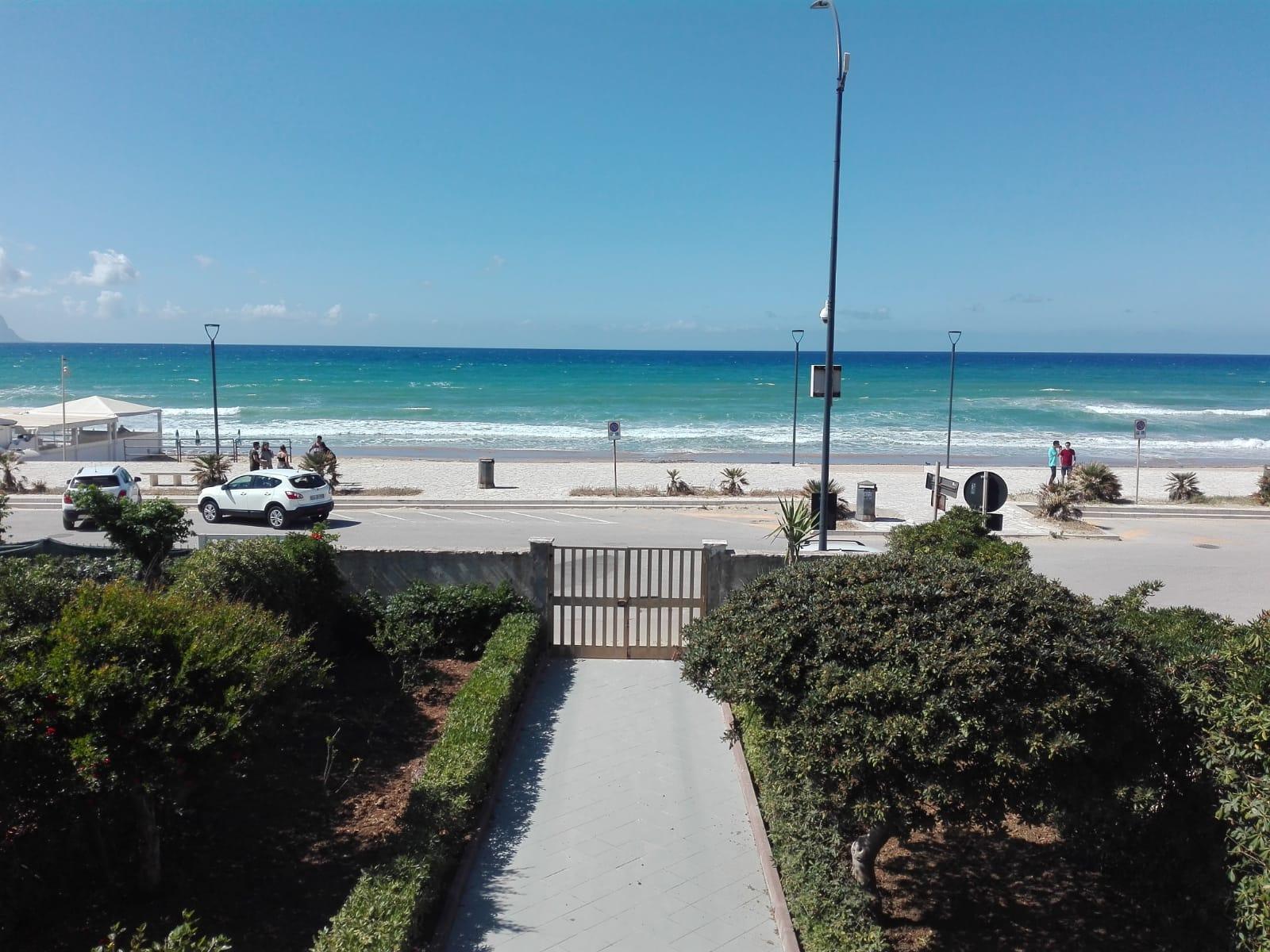 Appartamento Fronte Spiaggia* 5 Pax
